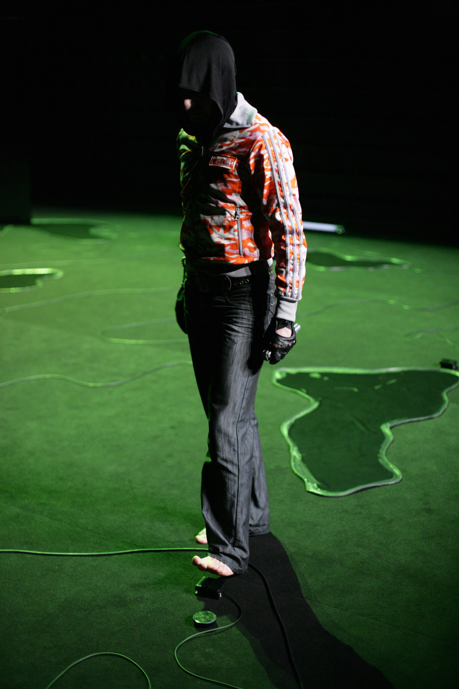 Fig. 2. Loin… (Far…), 2008, Rachid Ouramdane, Performance, © Patrick Imbert (Used with permission).