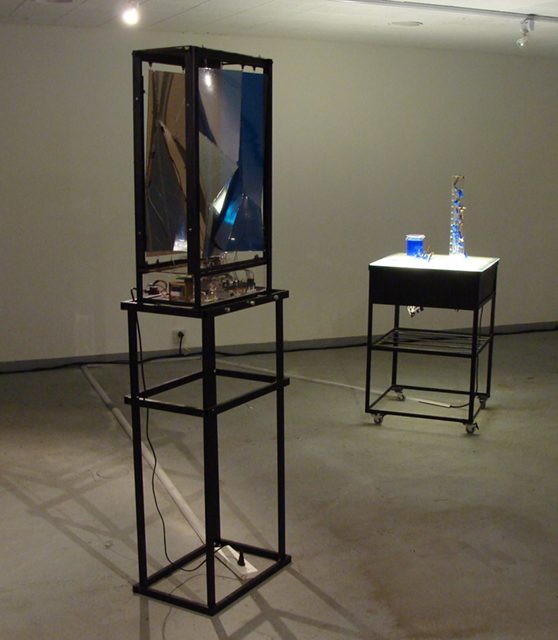 Claudia Valente, Espejos de cobre, 2015. Installation, mechatronic object, light table, copper sulfate crystals, and sketches, 50 x 180 x 40 cm (object); 60 x 80 x 60 cm (light table). Used with permission.