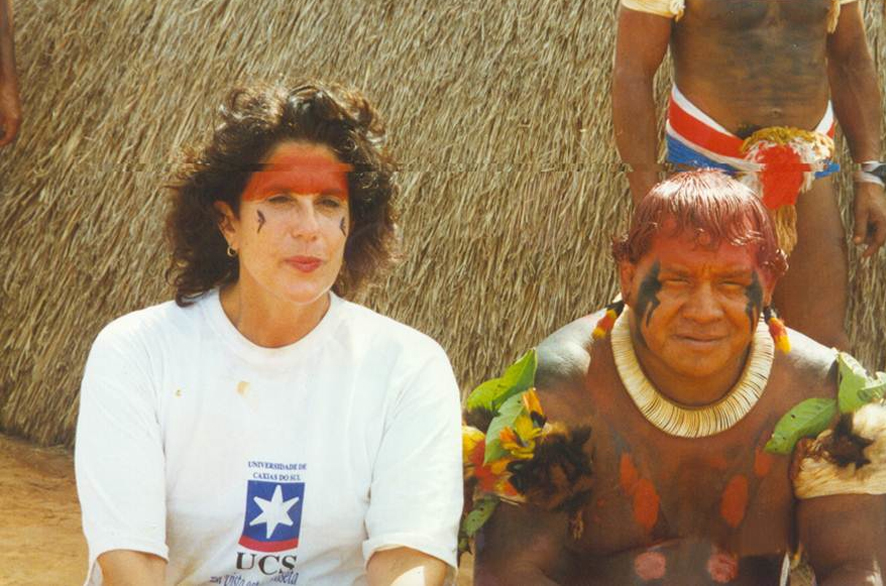 Fig. 2. Diana Domingues with the Kuikuro chief in the Xingu Indigenous Park in the North of Mato Grosso, Brazil, 1997. © Diana Domingues/CNPq, Brazil.